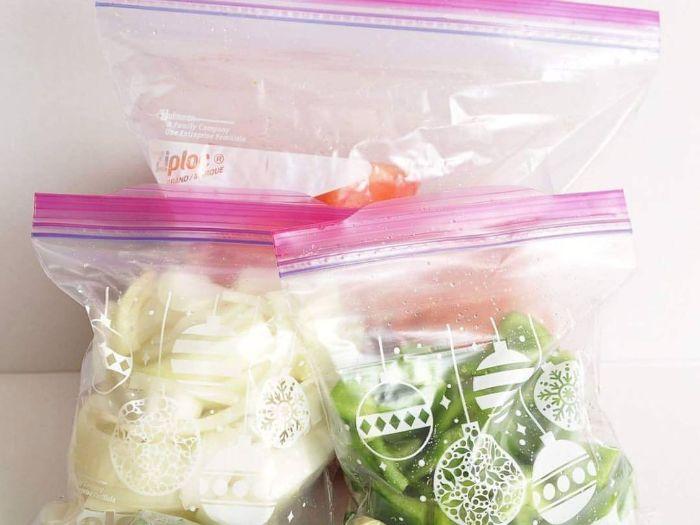 Túi zipper có khóa kéo an toàn và tiện lợi khi đựng thực phẩm